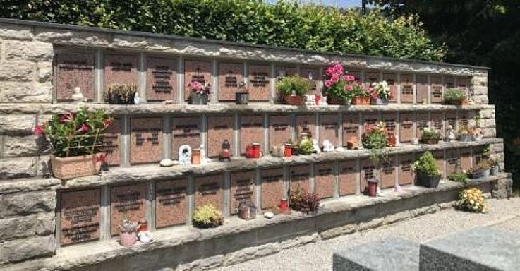 Urnengrab von Grete Weil auf dem Gemeindefriedhof von Rottach-Egern am Tegernsee.