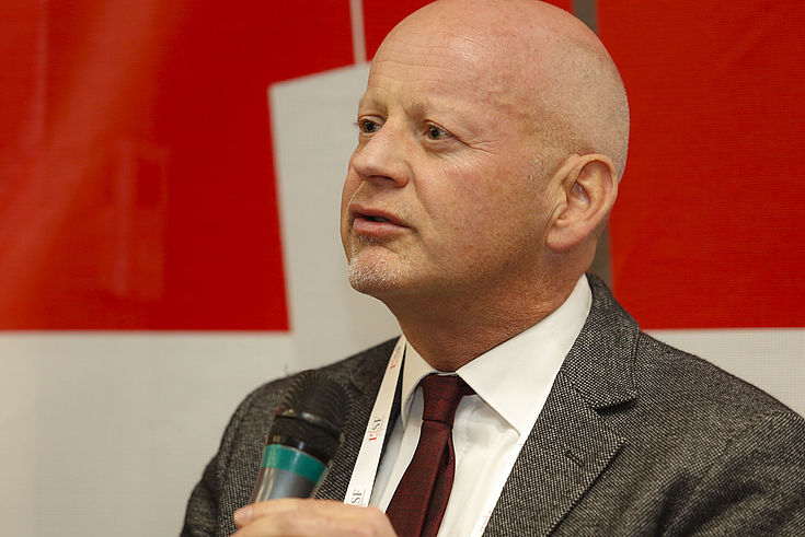 Politikwissenschaftler Prof. Dr. Stephan Bierling analysiert wie Ukraine und Russische Föderation in Deutschland wahrgenommen werden