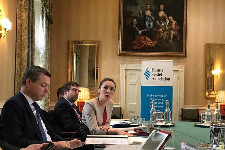 Deutsch-Britische Konsultationen über die Zukunft der Verteidigung Europas in Oxford. Gastgeber: HSS und IISS