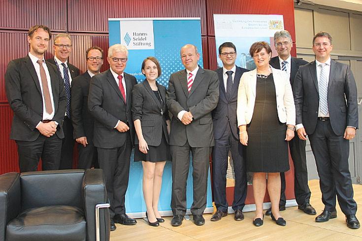 Die Tagungsreferenten mit Präsident Körner in der Mitte