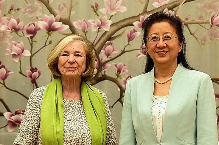 Ursula Männle mit Xia Jie, Vizepräsidentin des All-Chinesischen Frauenverbandes