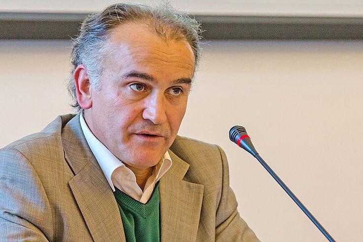 """Dr. Ertuğrul Şahin bei seinem Vortrag """"Religion und Demokratie – Diskurse der Politischen Theologie des Islam"""""""