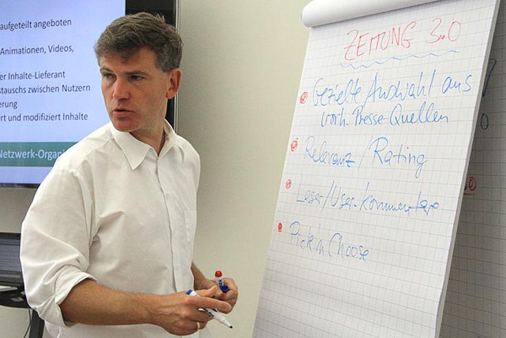 Alexander Grossmann von der Universität Leipzig erläutert den Zeitungsmarkt