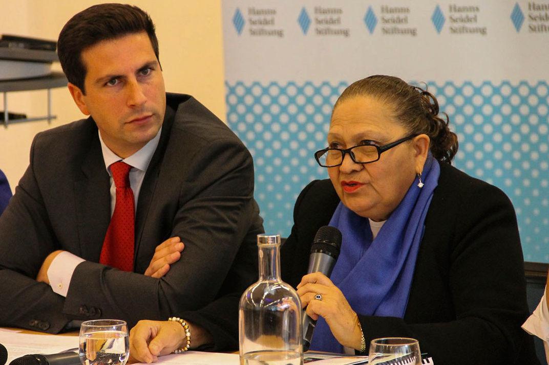 Dr. María Consuelo Porras Argueta, Generalstaatsanwältin der Republik Guatemala, die Fortschritte im Kampf gegen das organisierte Verbrechen.