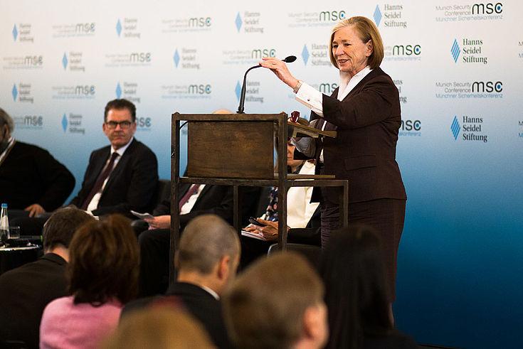 Ursula Männle skizziert das globale Spannungsfeld des Syrienkonflikts