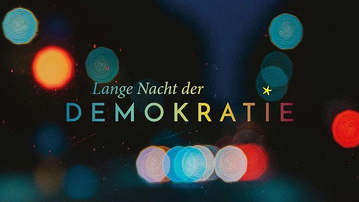 Stilisierte Regentropfen in der Nacht mit der Schrift: Lange Nacht der Demokratie