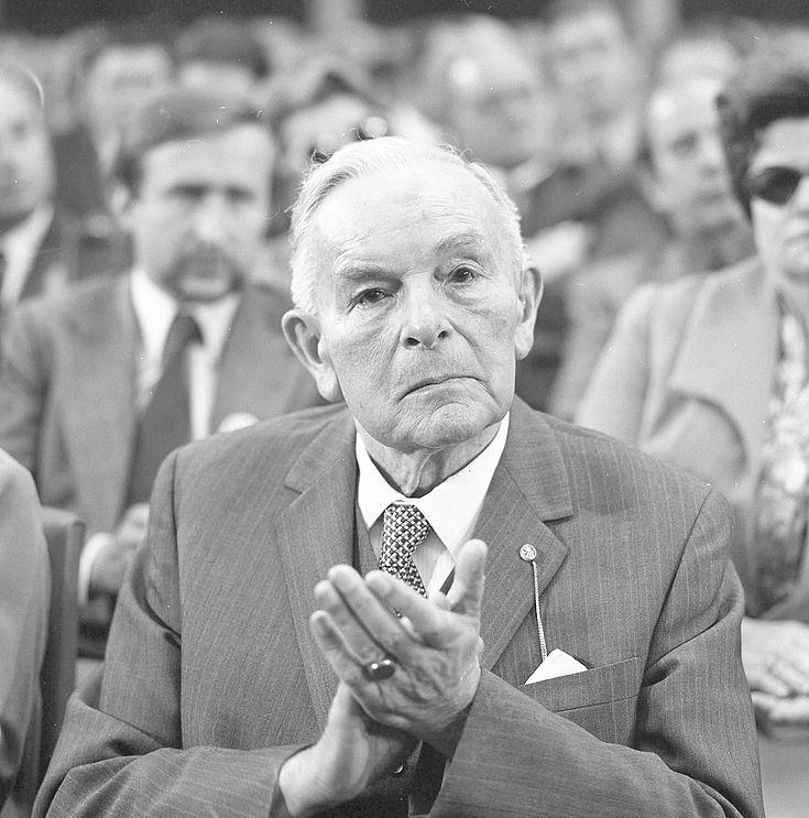 Dr. Hans Ehard, Ministerpräsident des Freistaates Bayern 1946-1954 und 1960-1962, auf dem CSU-Parteitag 1973 in München