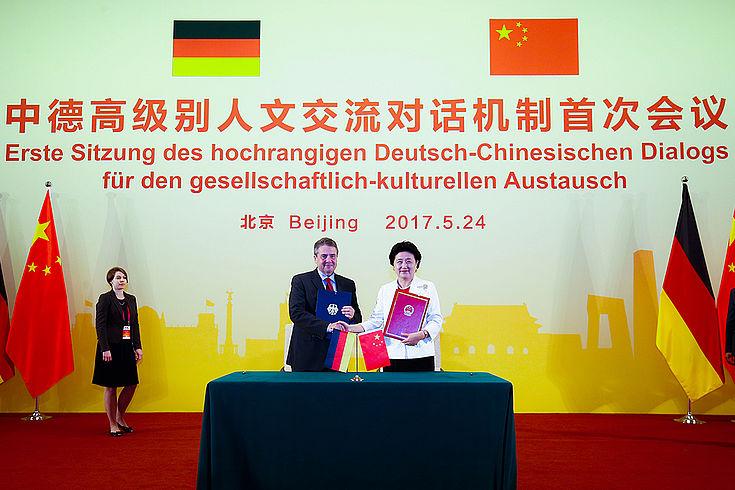 Außenminister Sigmar Gabriel und Vize-Ministerpräsidentin Liu Yandong eröffnen den Deutsch-Chinesischen Dialog