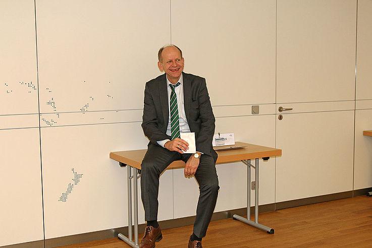 Michael Möslein leitet das Bildungszentrum Kloster Banz und hört sich an, was in seinen heiligen Hallen so besprochen wird.