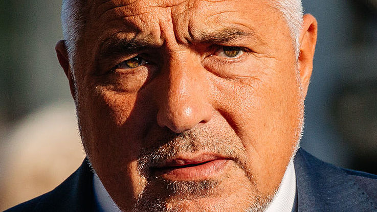 Borissov, ein stämmiger Mann, blickt entschlossen in die Kamera