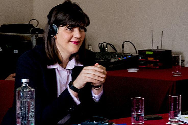 Laura Kövesi nimmt an einem Seminar der HSS in Rumänien teil