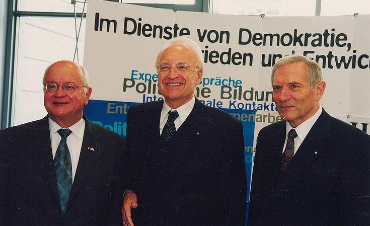 Christian Seidel, Sohn von Hanns Seidel, Edmund Stoiber und Alfred Bayer bei der Gedenkfeier zum 100. Geburtstag von Hanns Seidel