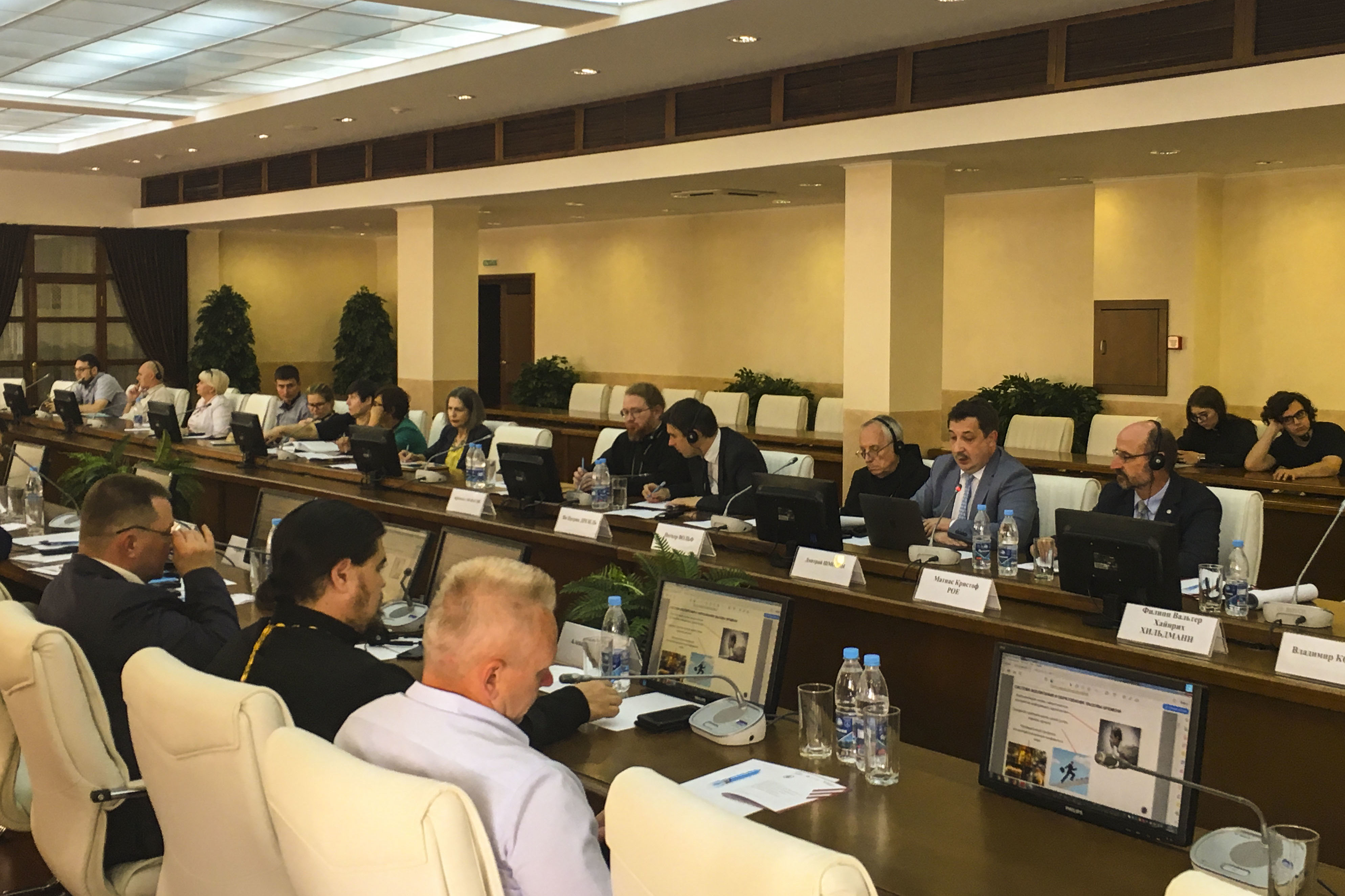 """Angeregte Diskussionen über Politik und Religion führten die Experten des """"Dialogs der Kulturen und Religionen"""""""