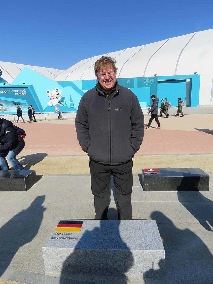 Dr. Bernhard Seliger, im olympischen Park in Gangneung. Der Asien-Experte repräsentiert die Hanns-Seidel-Stifung in Korea. Von Soul aus beobachtet er die Entwicklungen auf der koreanischen Halbinsel und koordiniert die Projekte zur Entwicklungszusammenarbeit vor Ort.