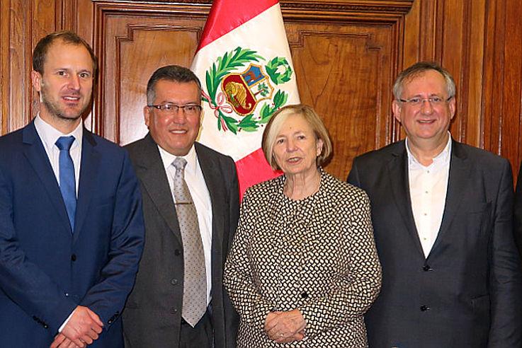 Philipp Fleischhauer, Walter Masgo Manco (Congreso de la República, Jefe Oficina de Participación Ciudadana), Ursula Männle, Klaus Binder