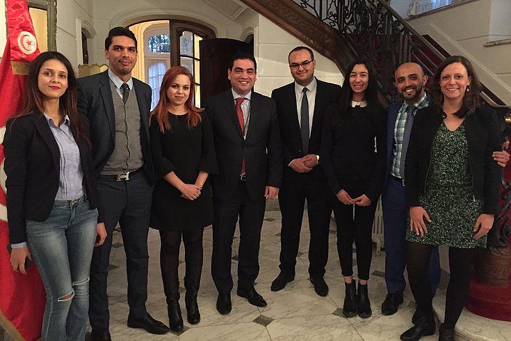 Die Gruppe besucht die Tunesische Botschaft in Brüssel