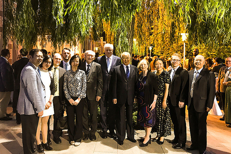 Empfang des deutschen Botschafters beim Besuch des Bayerischen Ministerpräsidenten Horst Seehofer, mit Altstipendiaten der HSS und Mitarbeitern des Pekinger Büros