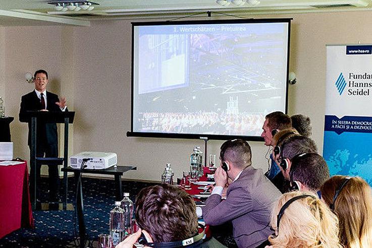 Vortrag von Herrn Gross während des Seminars für Staatsanwälte der rumänischen Nationalen Antikorruptionsbehörde DNA