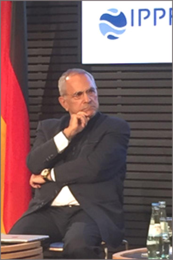 Friedensnobelpreisträger José Ramos-Horta diskutierte nach seinem Grundsatzreferat mit den Parlamentariern.