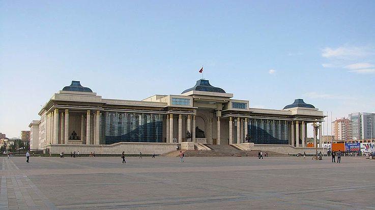 Bei der mongolischen Kommunalwahl waren landesweit mehr als 17 000 Kandidaten in neun Parteien oder als Unabhängige aufgestellt.