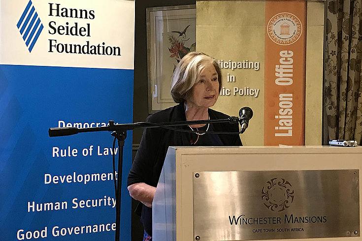 """""""Jede Generation muss staatsbürgerliches Wissen erwerben, um an demokratischen Prozessen teilhaben zu können."""" (Prof. Ursula Männle, Vorsitzende Hanns-Seidel-Stiftung)"""
