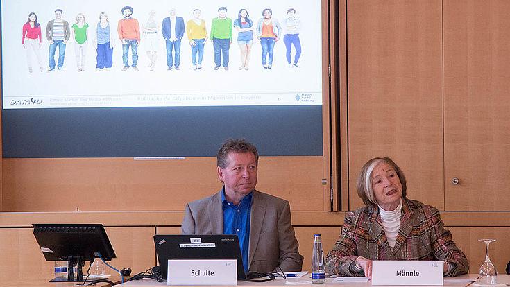 Kommunikationsforscher Schulte mit Ursula Männle, Vorsitzende HSS: Integration in Bayern gelingt gut