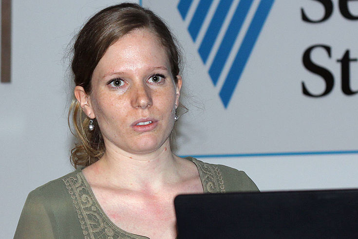 Psychhologin Sarah Leistner stellt das Flüchtlingsprojekt des Max-Planck-Institituts vor