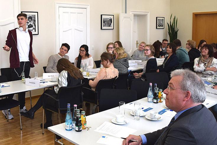 Junge Europäer fordern bessere Kommunikation europäischer Werte und Vorteile.
