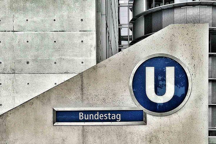 Besonders der Einzug von FDP (10,7%) und AFD (12,6%) in den Bundestag haben den Volksparteien Stimmverluste beschert.
