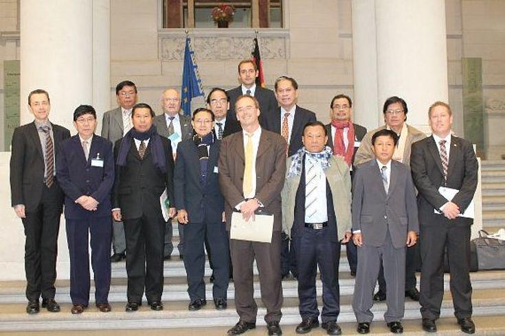 Parlamentspräsidenten aus Myanmar und die Verhandlungsführer der Friedengsgespräche auf den Philippinen zum Besuch im Bundesrat