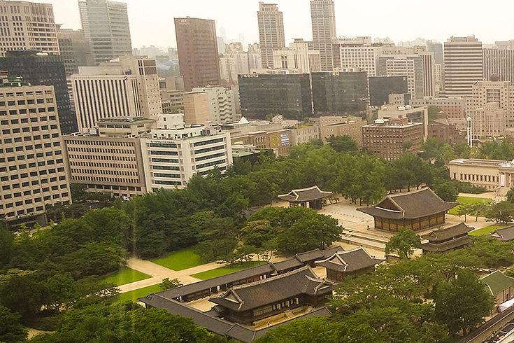Tradition und Moderne sind in Seoul dicht gedrängt nebeneinander