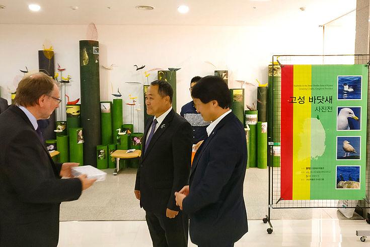 Peter Witterauf trifft sich mit koreanischen Vertretern des Vogelschutzes
