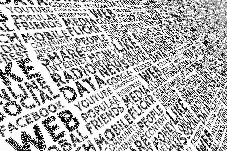 Massenhaft Schlagworte laufen von rechts hinten nach links vorne durch das Bild: WEB, DATA, RATIO, etc.
