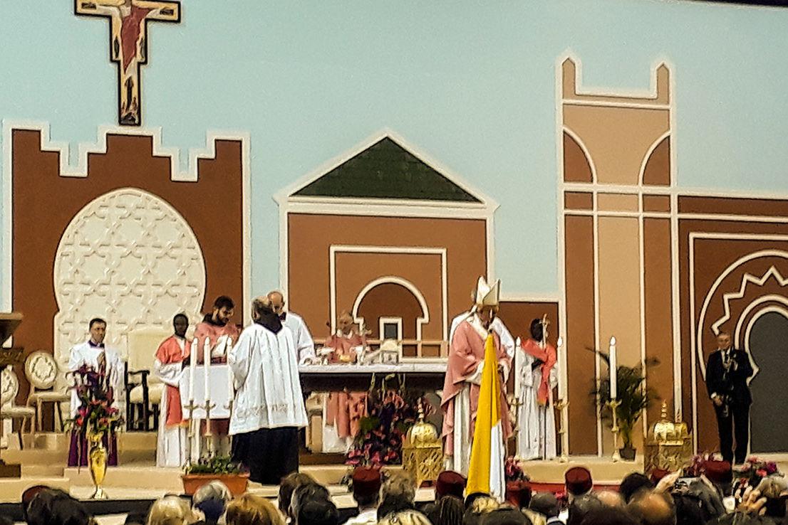 """Papst Franziskus feierte im """"Prince-Moulay-Abdellah-Stadion eine Messe mit ungefähr 10.000 Teilnehmern. Etwa 23.00 Katholiken leben in Marokko."""