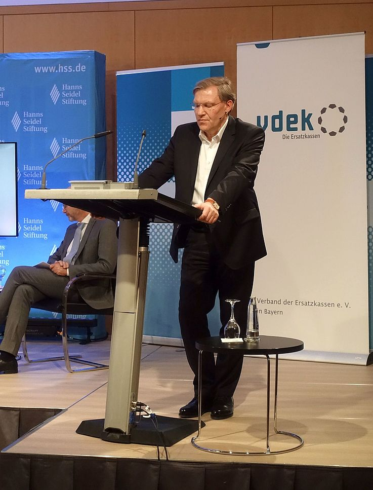 """""""Die Finanzlasten der Pflege müssen gerechter unter Pflegebedürftigen, Beitragszahlern und Steuerzahlern verteilt werden"""", unterstrich Dr. Ralf Langejürgen, Leiter der vdek-Landesvertretung Bayern."""