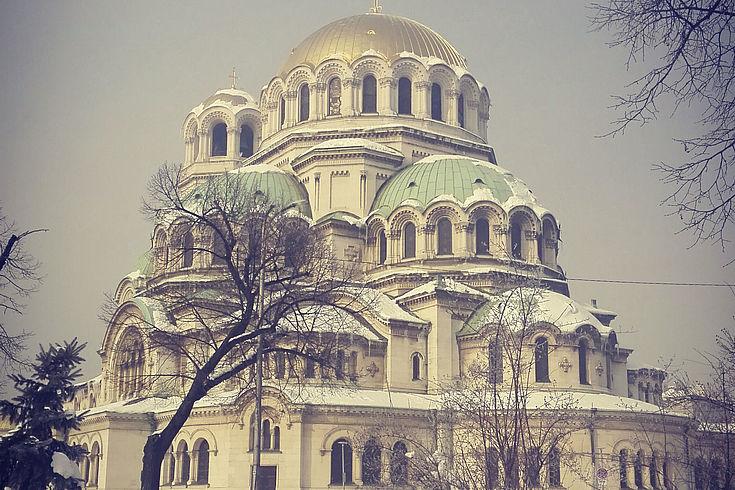 Verschneite Alexander-Newski-Kathedrale in Sofia