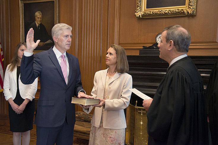 Der respektierte konservative Richter Neil Gorsuch konnte erst nach einer umstrittenen Gesetzesänderung vom Senat bestätigt werden.