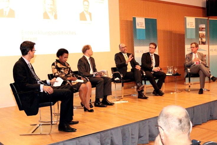 Podiumsdiskussion über Flüchtlingsströme und Entwicklungszusammenarbeit