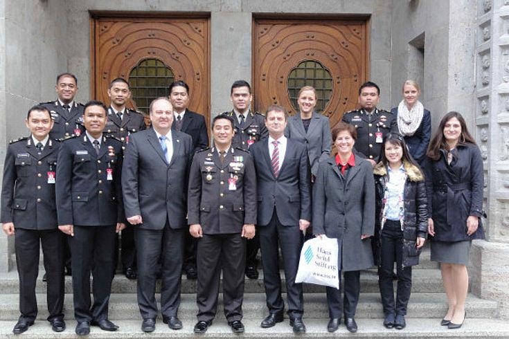 Delegation aus Indonesien bei Polizeipräsident Hubertus Andrä, Polizeipräsidium München