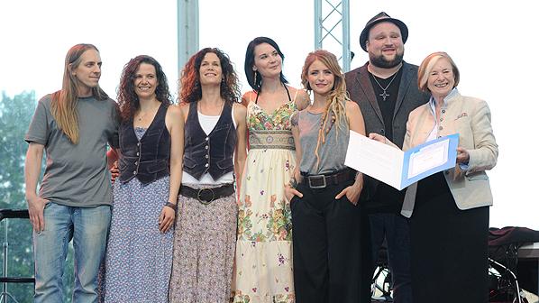 Die Nachwuchspreisträger mit Ursula Männle
