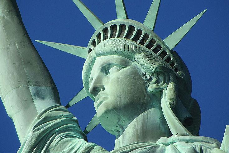 Die Freiheitsstatue der USA, von unten fotografeirt