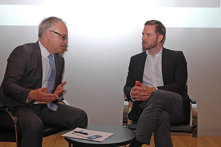 Gespräch zwischen Weigler und Karl-Heinz Keil von der HSS