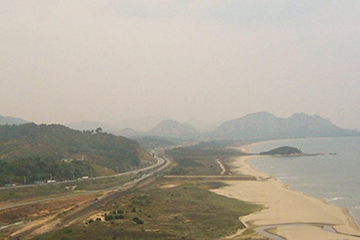 Blick über die innerkoreanische Grenze nach Nordkorea... Blick über die innerkoreanische Grenze nach Nordkorea...