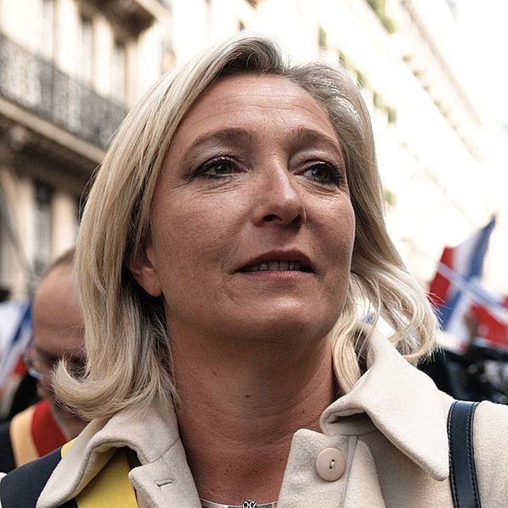 Marine Le Pen: Die Rechtsanwältin ist seit 2004 Mitglied des Europaparlaments, steht aber für Euro- und Europaskepsis, Protektionismus sowie strikte Abschottung gegenüber Flüchtlingen.
