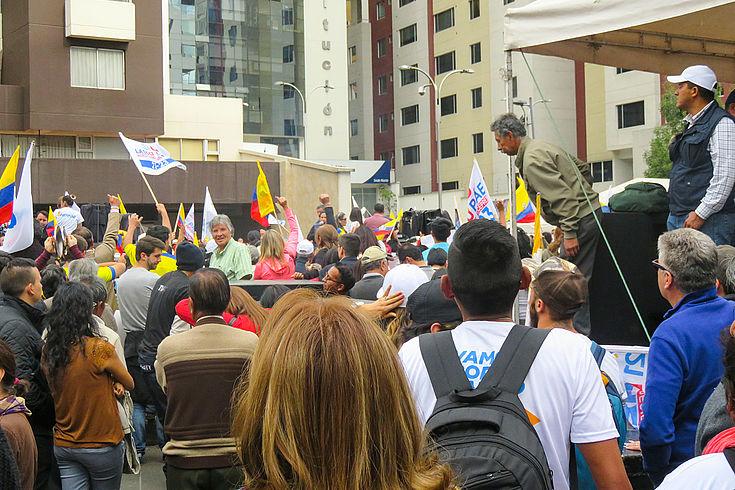 Nach der Wahl protestieren Bürger in Quito