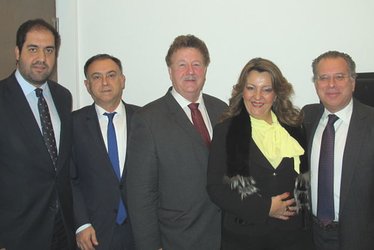 Hans-Joachim Fuchtel (M.) mit den griechischen Abgeordneten Ioannis Kefalogiannis, Christos Kellas, Maria Antoniou und Georgios Koumoutsakos
