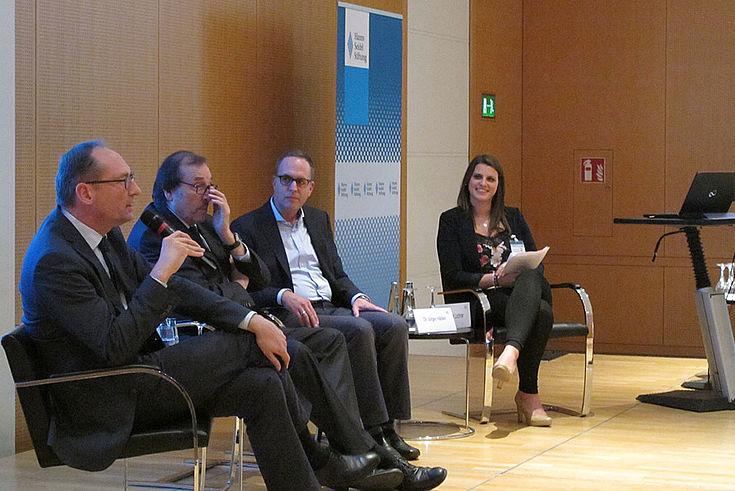 Bernhard Seidenath, MdL, diskutierte angeregt mit Prof. Jedamzik und Prof. Härlein über zukunftsfähige Lösungen für die Herausforderung der Pflege.