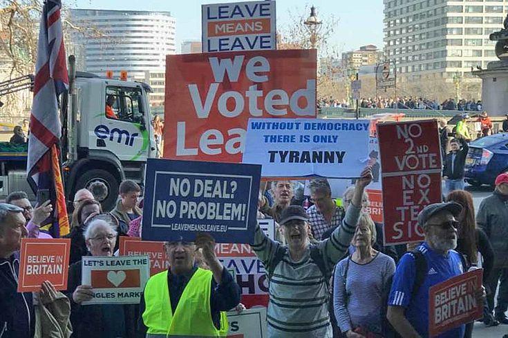 """Wütende """"Leevers"""" demonstrieren für den harten Brexit"""