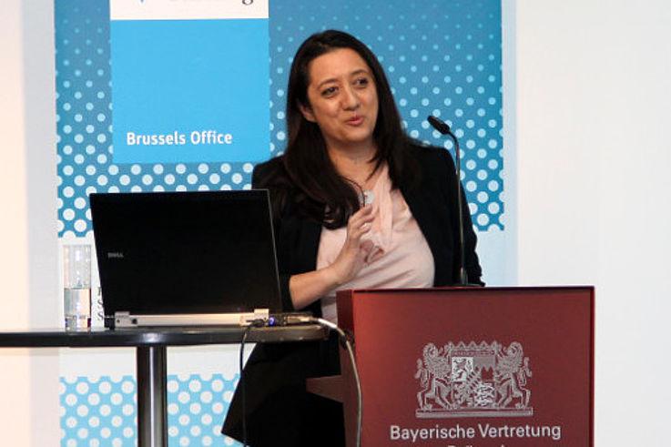 Tuesday Reitano bei ihrem Vortrag