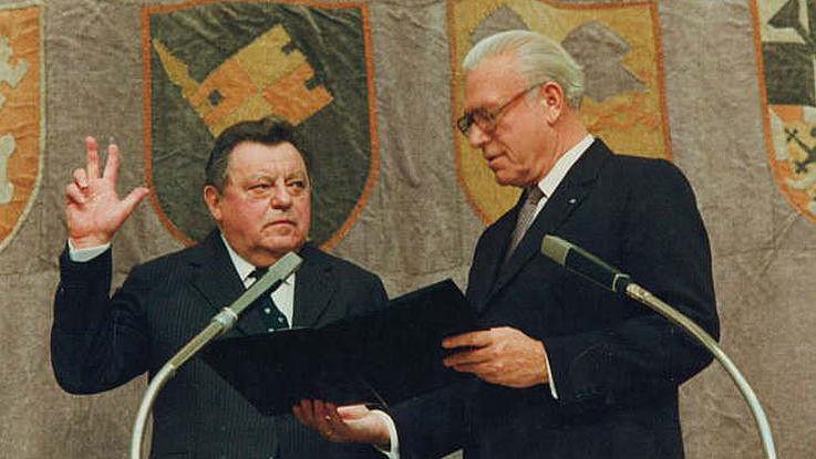 Vereidigung als Ministerpräsident durch Landtagspräsident Franz Heubl 1982